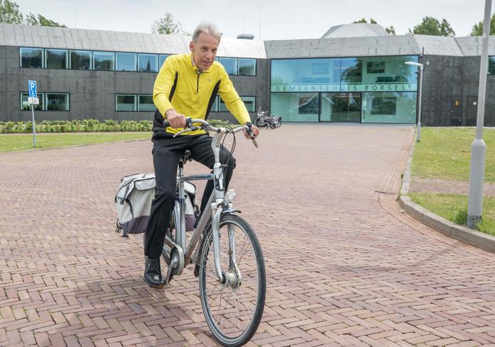 Jan Felius fietst elke dag van Middelburg naar Heinkenszand.