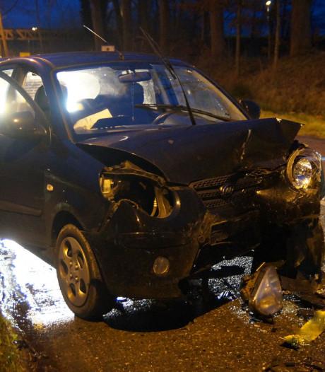 Drie gewonden bij frontale botsing op glad wegdek van gevreesde afrit A59 bij Drunen