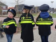 Kinderen geven hardrijders in Hardenberg handgeschreven bekeuring en zuur snoepje