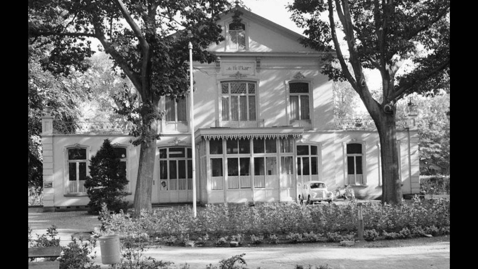 Villa de Huifkar stond op de plek van het huidige gemeentehuis.