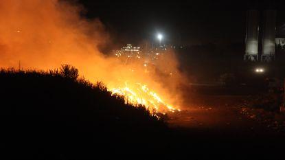Boer brandt afval op kerstavond, brandweer niet blij na massale uitruk