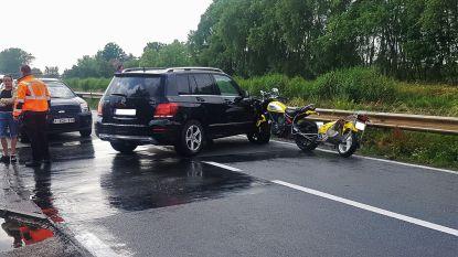 Ducati-motor boort zich in koetswerk van SUV langs kanaal