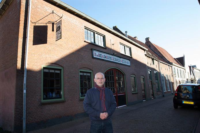Rokus van Blokland voor zijn mosterdmuseum aan de Boekholtstraat. Foto Theo Kock