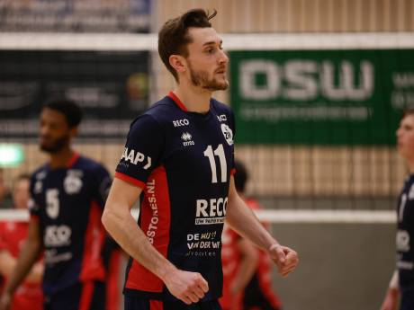 VCN - ZVH volleybalstrijd tussen vader en zoons: 'Ik denk dat ik aan deze nederlaag nog vaak zal worden herinnerd'