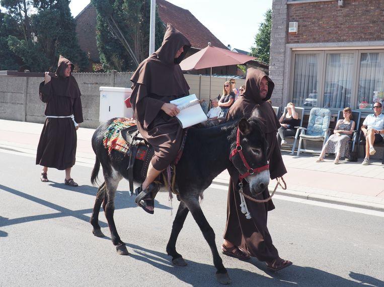 De Maria-ommegang lokte een massa volk naar Kalfort.