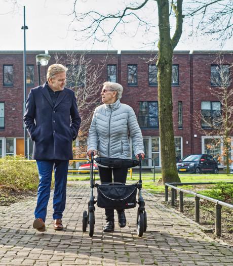 Burgemeester Buijs op tour door Slotjes-Midden: 'Er gebeurt veel in deze wijk'