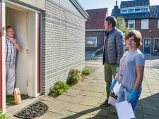 Geen paashaas, maar vrijwilliger brengt lekkers aan de deur in Osse Schadewijk