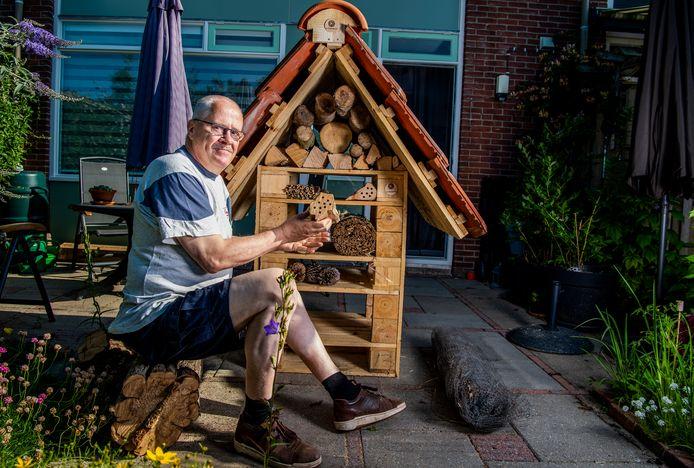 Palenstein wordt de eerste aardgasvrije wijk van Zoetermeer. Ook bewoners komen met initiatieven om de wijk te verduurzamen. Eén van hen is Rob Makkink. hij bouwt vrijwillig een groot insectenhotel voor de wijk.