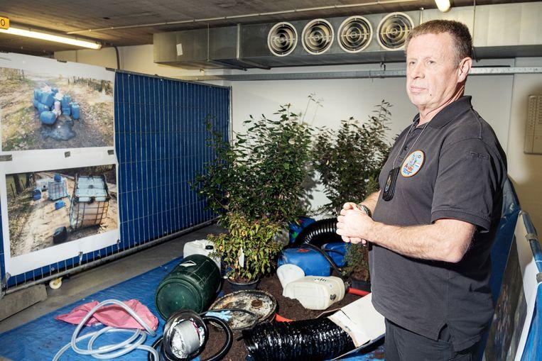 Specialist André van het politieteam dat drugslaboratoria ontmantelt. Beeld Jakob Van Vliet