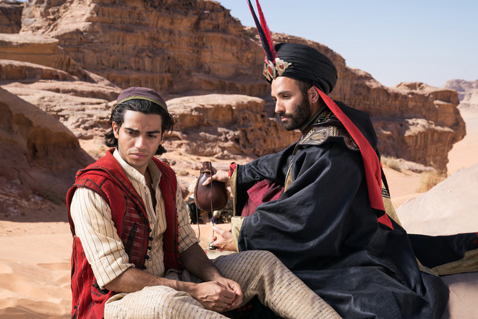 Mena Massoud en Marwan Kenzari in Aladdin.