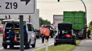 Tractor laat kilometerslang oliespoor achter, politie zet nietsvermoedende bestuurder aan de kant