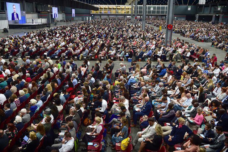 Het congres van Jehova's getuigen in de Jaarbeurs in Utrecht trok tienduizenden mensen.  Beeld Marcel van den Bergh / de Volkskrant