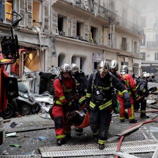 drie-mensen-omgekomen-bij-zware-gasexplosie-in-centrum-van-parijs;-bijna-50-gewonden