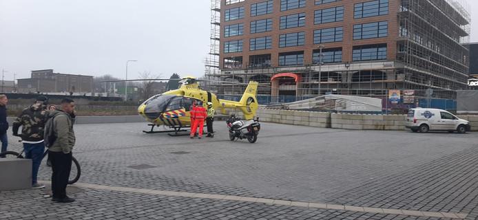 De traumahelikopter landde bij station Tilburg