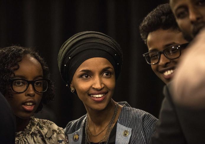 Ilhan Omar won in Minnesota, waar ze op haar twaalfde naar verhuisde na vier jaar in een vluchtelingenkamp.