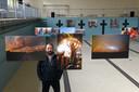 Fotograaf Casper van Aggelen tijdens de jubileumtentoonstelling van BOCK in Oosterhout.