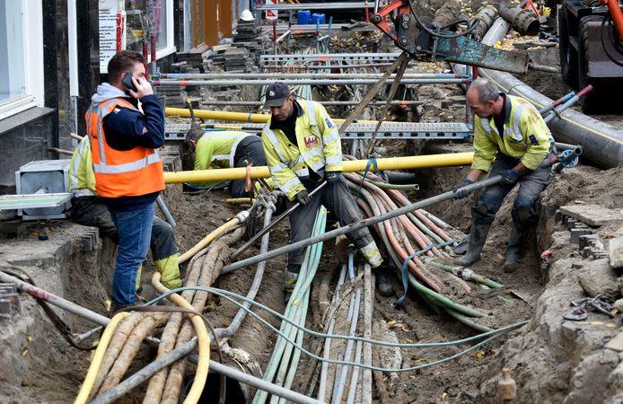 Bij graafwerkzaamheden ontstaat regelmatig schade. De schade van beschadigde kabels loopt telkens in de miljoenen euro's: zo zijn straten langer opengebroken, waardoor winkels klandizie mislopen.
