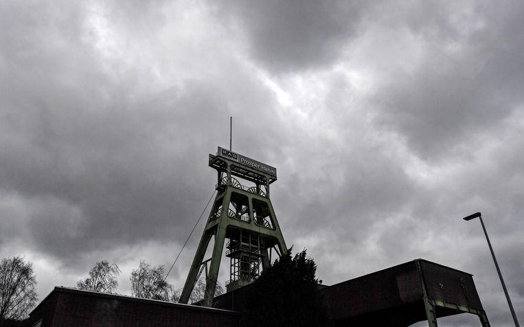 Donkere wolken boven de laatste mijn van Duitsland. De Prosper-Hanielmijn bij Bottrop sloot vandaag.  Beeld AP