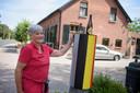 Mien Paridaans heeft 'haar' grenspaal aangekleed.