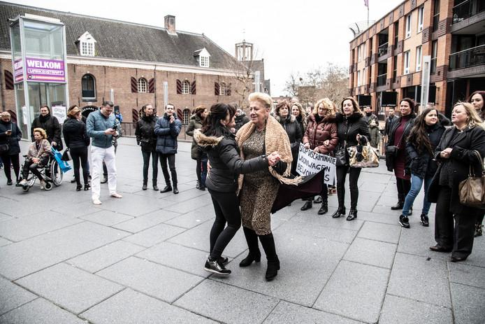 Zo'n 250 woonwagenbewoners uit het hele land protesteerden in maart van dit jaar in het centrum van Nijmegen tegen het tekort aan standplaatsen.