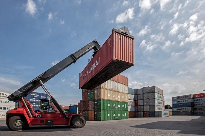 De containerterminal aan de Theodorushaven in Bergen op zoom.