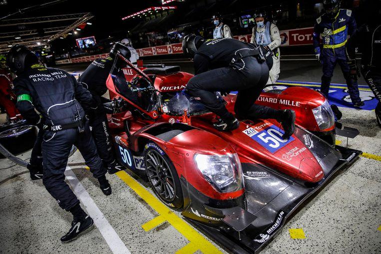 Beitske Visser maakt een pitstop tijdens de 24 uur van Le Mans. Beeld BSR Agency