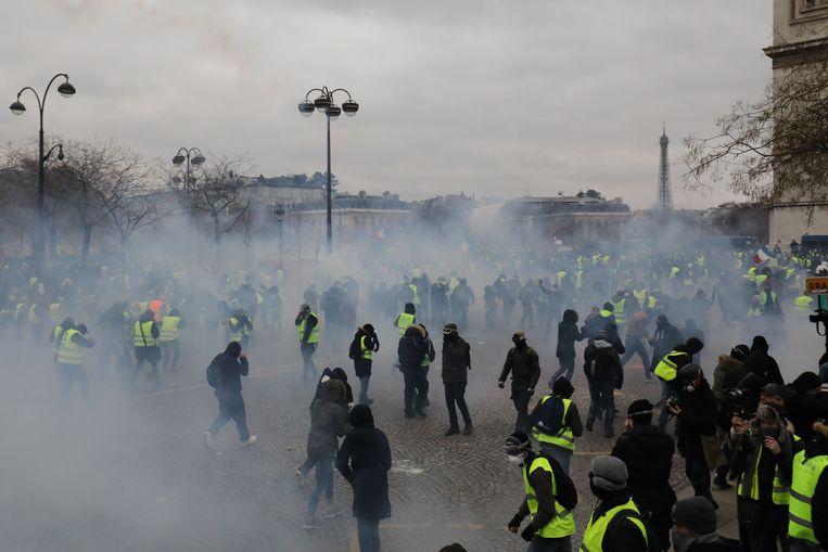 Op de Place de l'Etoile werd traangas ingezet.