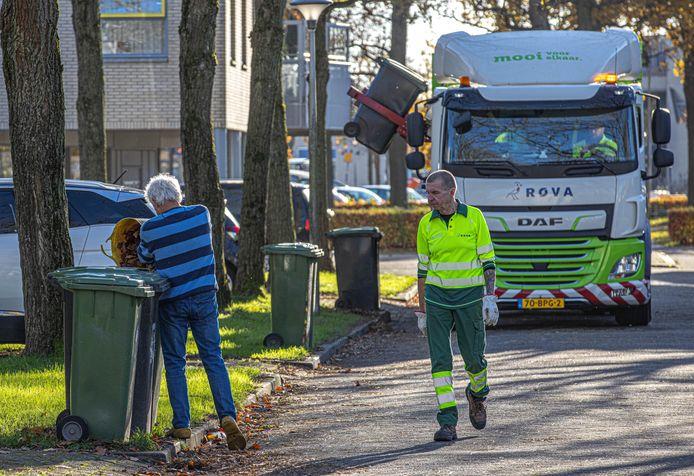 Hier in Zwolle gaat het goed, maar steeds vaker blijkt dat mensen spullen tussen bijvoorbeeld gft of pmd gooien die daar niet thuis horen.