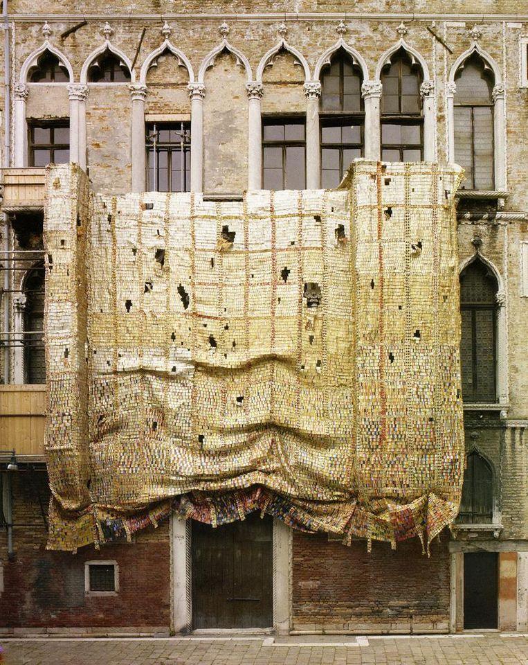Fish and Fading Memories van El Anatsui op de biënnale in Venetië, 2007 Beeld El Anatsui