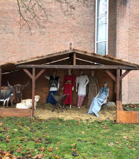 Vernielde Dordtse kerststal is in ere hersteld, net op tijd voor de lichtjestocht