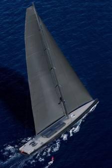 Amerikaans Vrijheidsbeeld verbleekt bij lengte mast nieuw ontwerp Vollenhoofse scheepswerf  Huisman