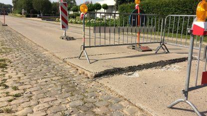 Betonplaat Gentsestraat door hitte uitgezet en omhooggekomen