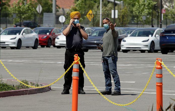 De parkeerplaats van het terrein in Californië raakte vandaag steeds voller: allemaal tekenen dat de productiefaciliteit al weer in bedrijf zou zijn.