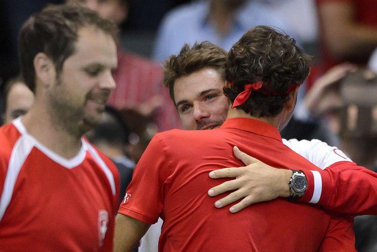 Stanislaw Wawrinka en Roger Federer blijven met Zwitserland in de wereldgroep van de Davis Cup. Beeld afp