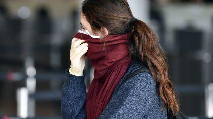 Je mond bedekken met een sjaal en handschoenen dragen tegen het coronavirus, helpt dat?