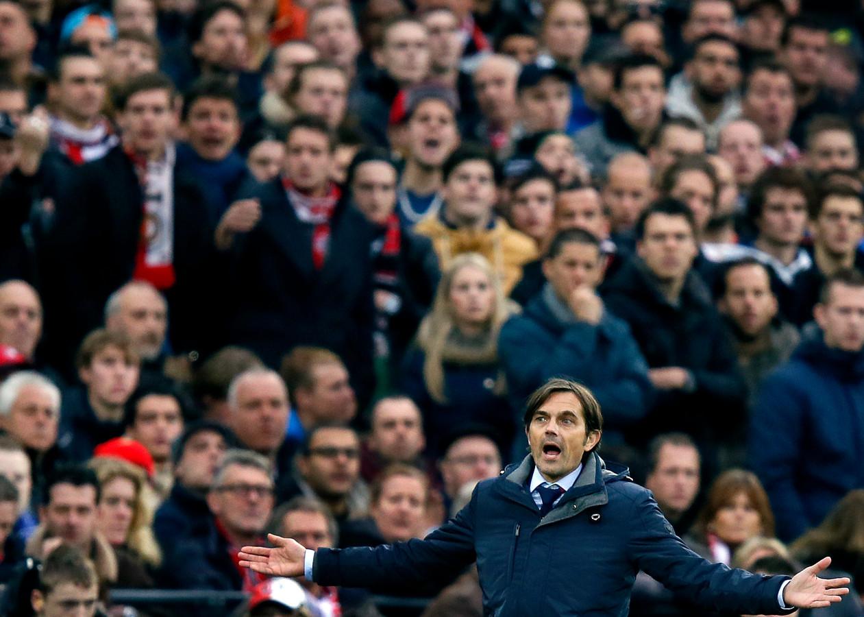 1 december 2013: Phillip Cocu ziet PSV met 3-1 verliezen in de Kuip.