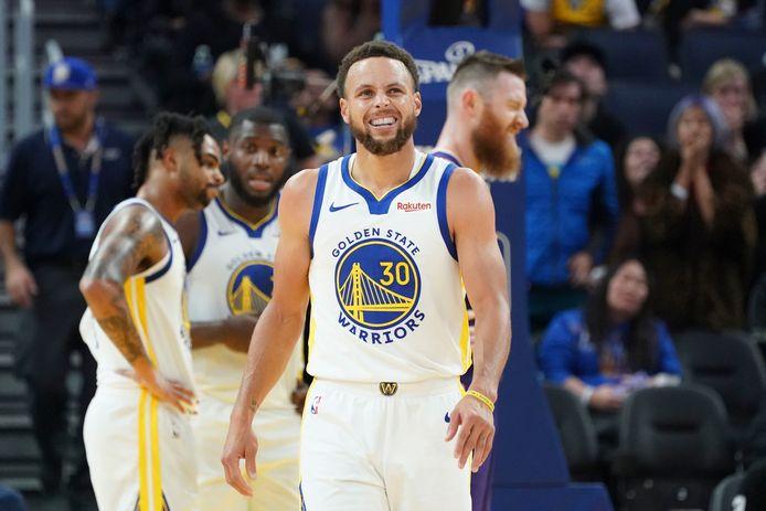 Stephen Curry in het tenue van Golden State Warriors.