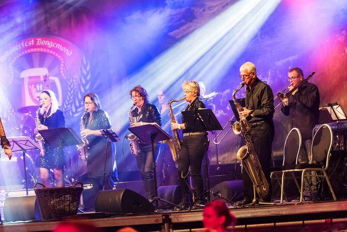 De Young Stage Band met Rino van Overbeek, 2e van rechts