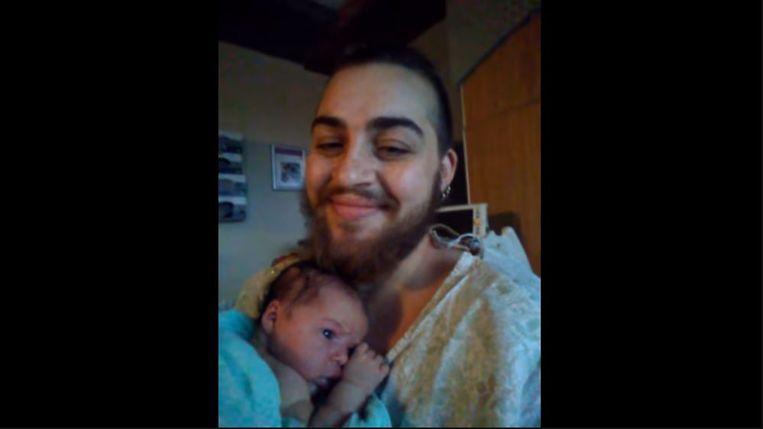 Sullivan en baby Phoenix, wiens geslacht Sullivan en zijn partner niet willen onthullen.
