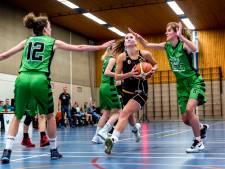 Sportregisseur bekijkt staat van sportcomplexen in Maassluis