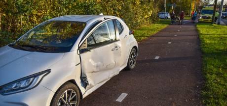 Personenauto en bestelbus botsen in Arnhem