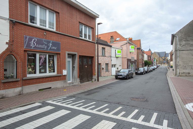 De diefstal gebeurde bij Beauty Time in de Hoogstraat, op een steenworp van het Herman Teirlinckplein.