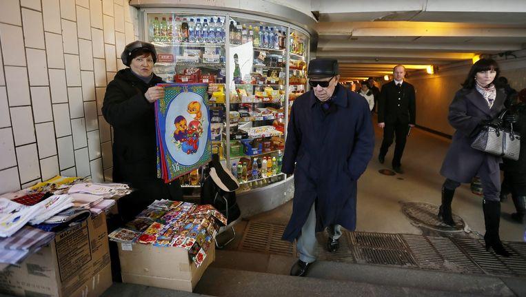 Een winkeltje bij de ingang van de metro in Moskou Beeld epa
