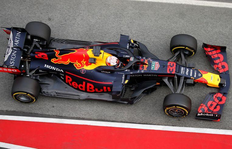 Max Verstappen achter het stuur op het circuit van Catalonië. Beeld AP