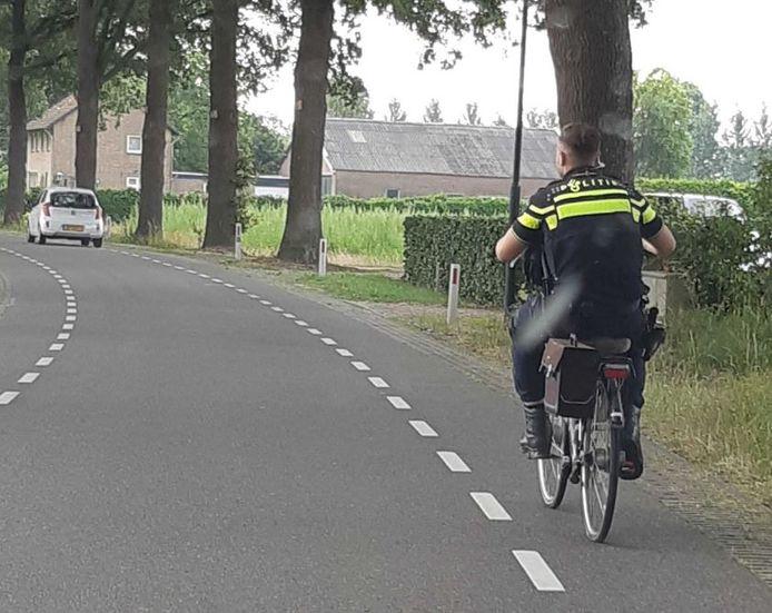 Een agent heeft de fiets van het slachtoffer thuisgebracht.