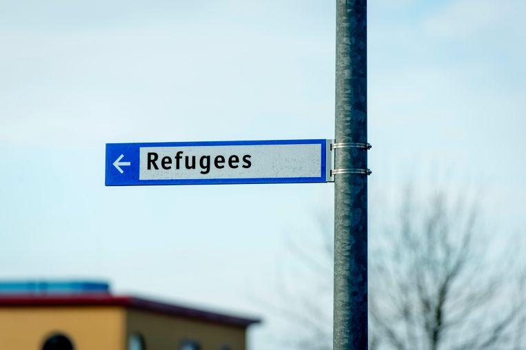 Bewegwijzering nabij het asielzoekerscentrum in Ter Apel.  Beeld null