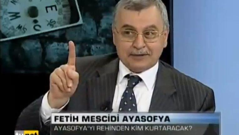 Ahmed Akgündüz in een uitzending van een Turks televisieprogramma. Beeld TVnet