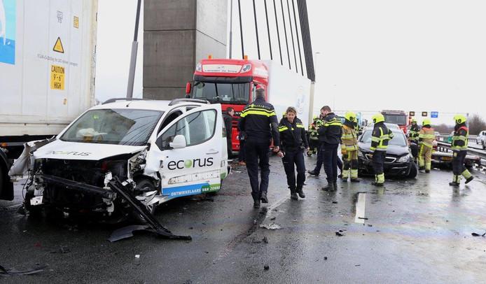 Ravage op de Martinus Nijhoffbrug door een ongeluk.
