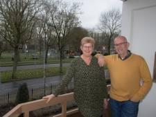 Willy en Ad wonen tegenover hertenkamp in Tiel: 'Maar ezel Igor vind ik het leukst, zo eigenwijs als hij is'