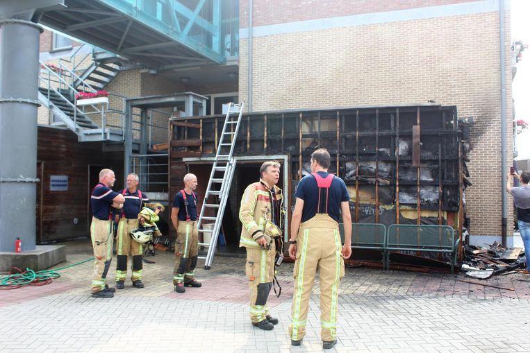 De brandweer moest ter plaatse komen om het vuur te doven.